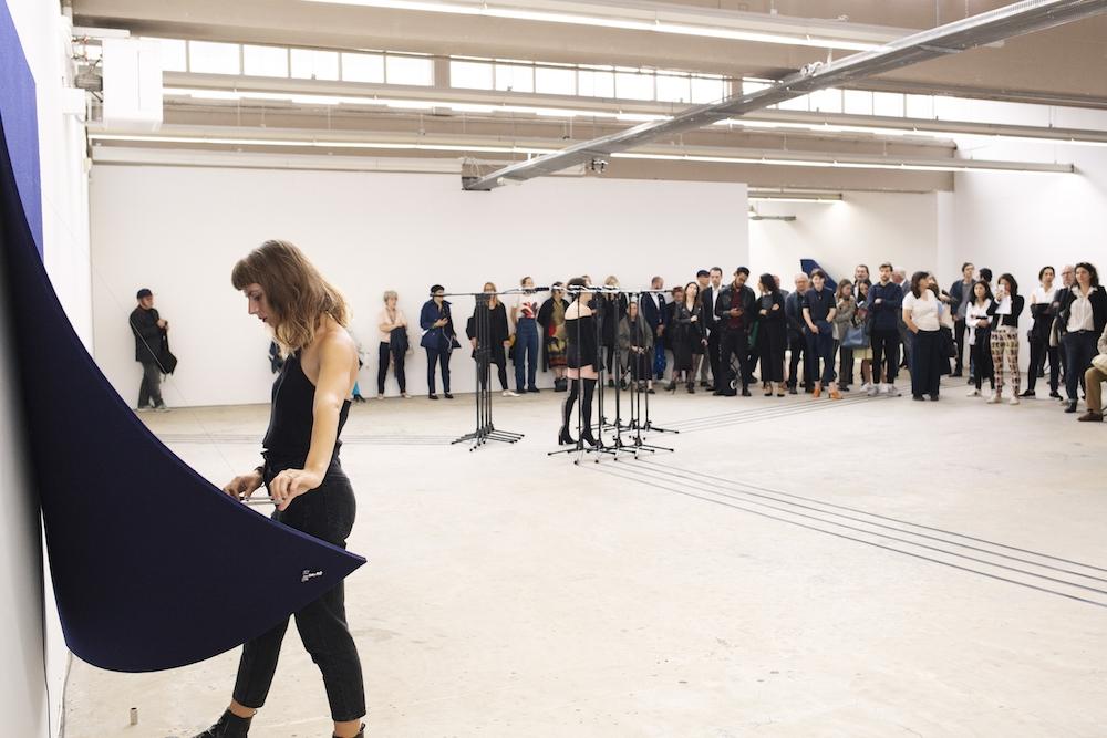 Performance Naama Tsabar